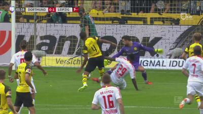 Augustin sorprende al Dortmund con un auténtico 'gol de vestidor'
