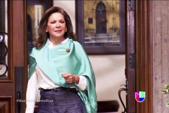 Doña Constanza adora a su hija, pero le importa mucho el qué dirán, ya v...
