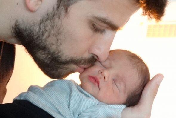 Así fue como Gerard posó con su primer bebé, Milan, ¿recuerdas?