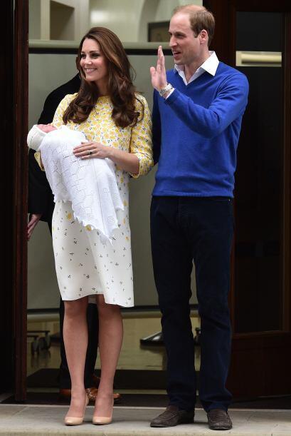 Kate y William saludaron a la gente y medios presentes.