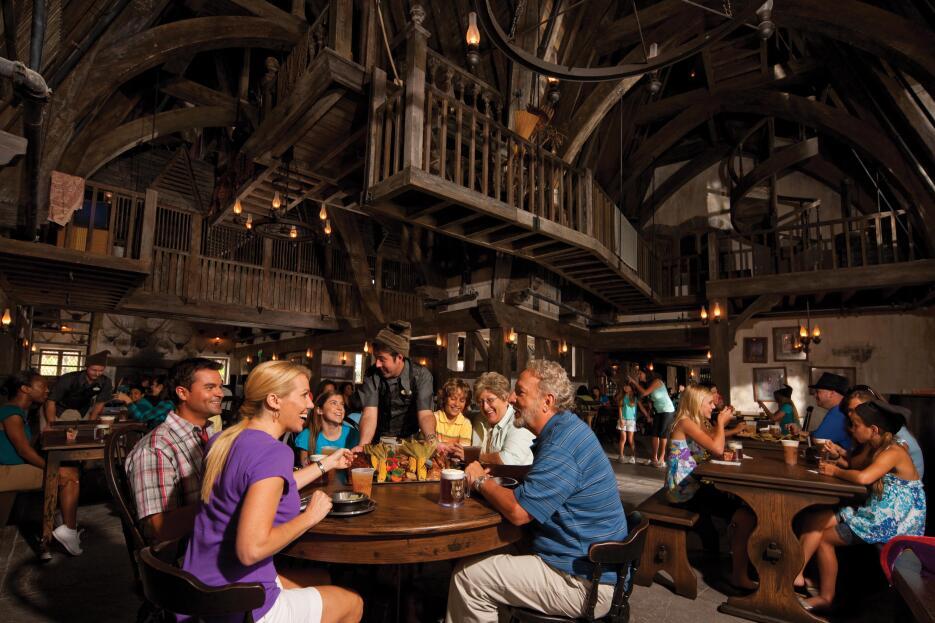 Todas los negocios en Hogsmeade están ambientados al mundo mágico.