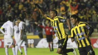 The Strongest derrotó 2-0 al Defensor uruguayo.