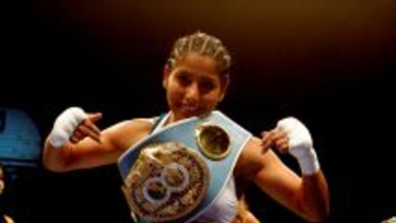"Jessica ""Kika"" Chávez derrotó a Yesenia Martínez y retuvo título minimos..."