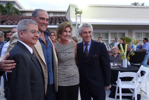 Con una exposición de dos diseñadores cubanos, Jorge Noa y Pedro Balmase...