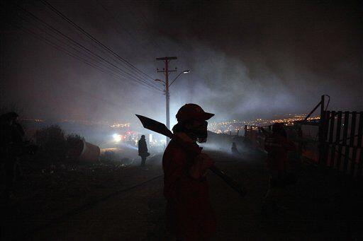 Según autoridades chilenas, es el peor incendio que haya azotado al puer...