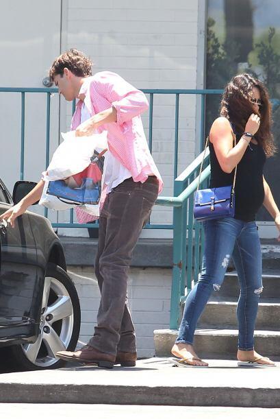 La feliz pareja está a la espera de su bebito y el guapo actor no...