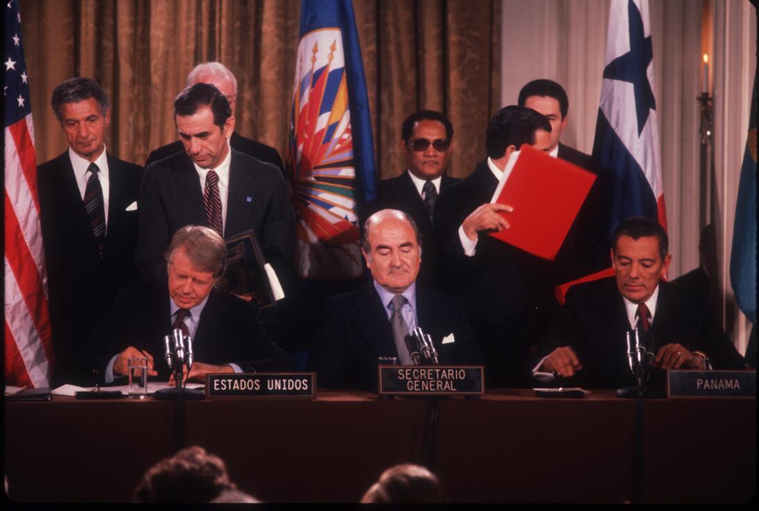 En 1977 se Firma del tratado Torrijos-Carter, que supuso la progresiva c...
