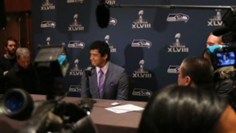 Russell Wilson en conferencia de prensa en Jersey City, NJ