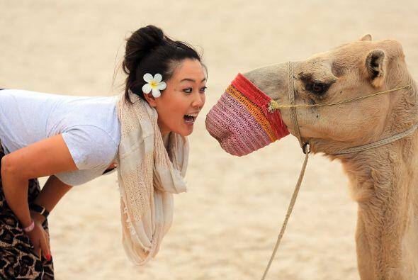 Michelle Wei, de Estados Unidos, en la playa del Jebel Ali Golf Resort a...