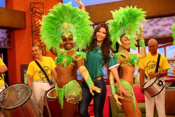 Ana Patricia se lució bailando samba, solo le faltaron las plumas.