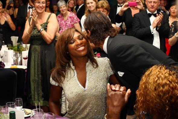 El baile de la noche siguiente reunió a los campeones de singles de amba...