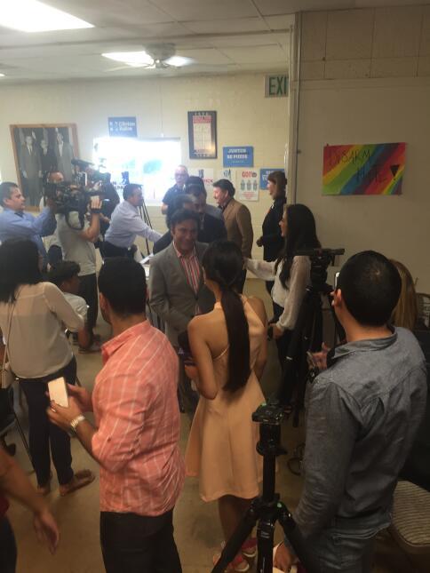Los Tigres del Norte visitan la sede del partido demócrata en Tucson, Ar...