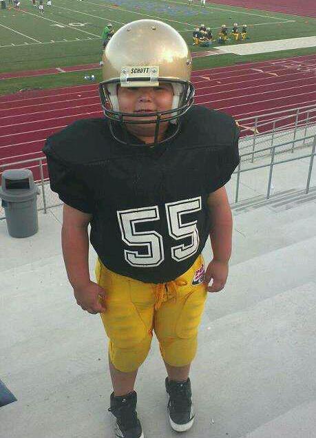 Solía jugar fútbol americano en la escuela.