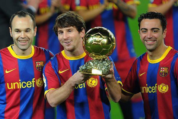 Andrés Iniesta y Xavi escoltaron al ganador, por segundo año en fila, Li...