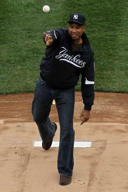 El Yankee Stadium casi se cayó en aplausos cuando Bernie Williams realiz...
