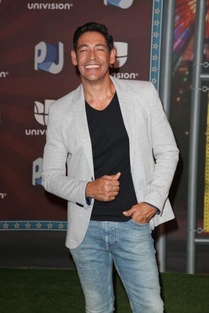Johnny Lozada con un 'look' jovial.