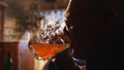 El consumo de alcohol entre los mexicanos va en aumento, y a edades cada...