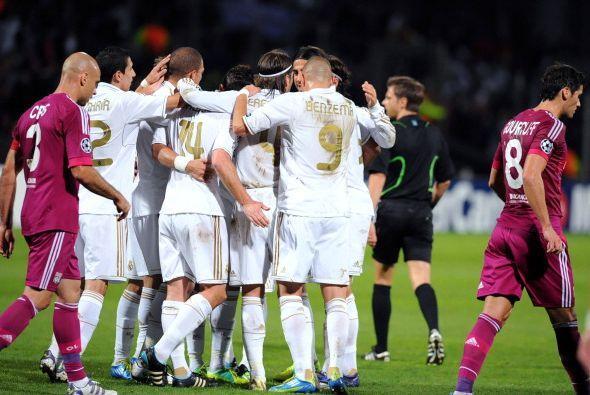 El Madrid ganaba desde temprano ante la mirada de los hinchas franceses.