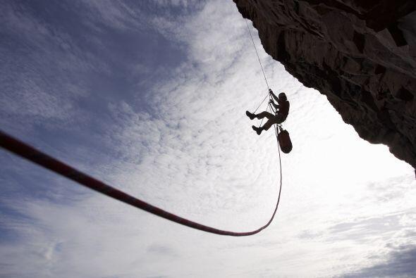 Este deporte proviene de las técnicas de escalada con la práctica de des...
