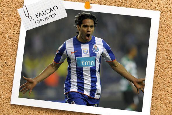 Ya en el ataque, iniciamos con sangre colombiana, Radamel Falcao.
