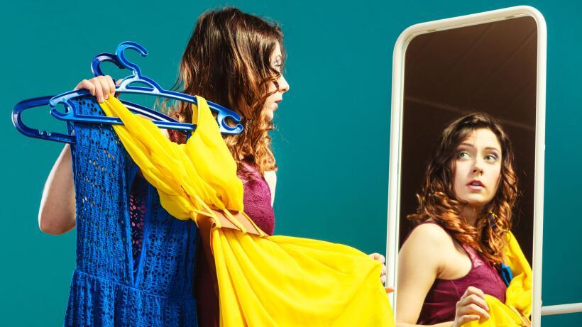 Mujeres vestidas de distintos colores - color de cada signo del Zodiaco