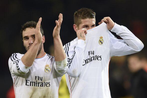 Tras el silbatazo , Carvajal y Ramos agradecieron el apoyo de sus aficio...