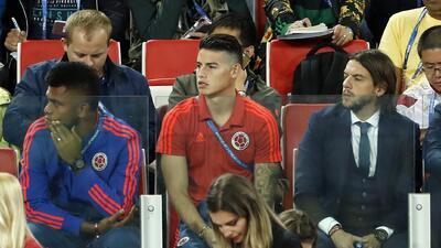 Así sufrió  James Rodríguez la eliminación de Colombia desde la tribuna