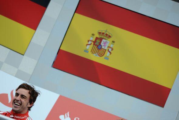 Alonso no podía ocultar su felicidad y es que después de esta carrera se...