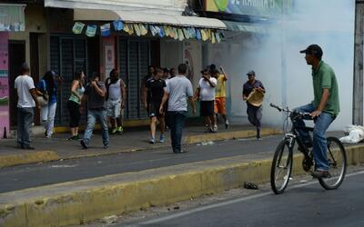 Suspenden vuelos privados en Venezuela tras presunto ataque de helicópte...