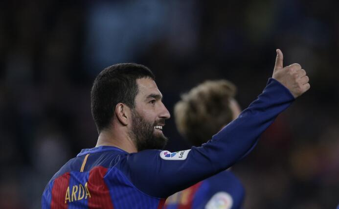 El turco Arda Turán no logró consolidarse en el Barcelona y su salida es...