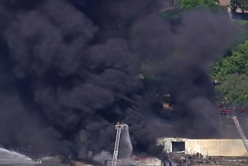 Impactantes imágenes de un masivo incendio en Houston