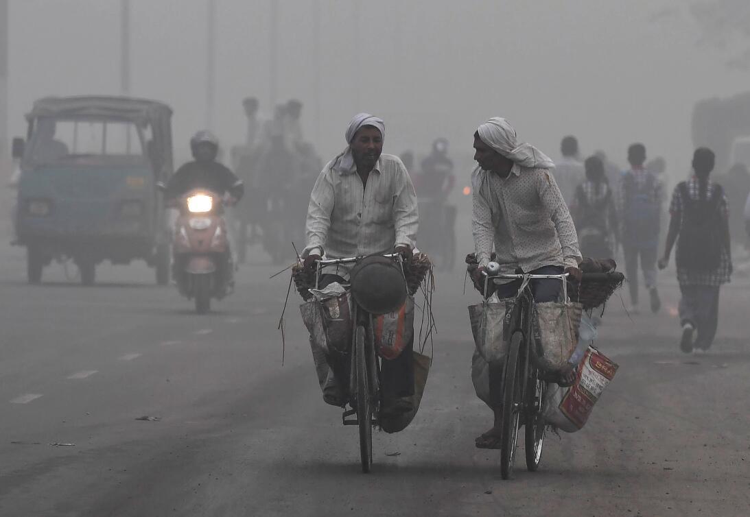 La contaminación del aire asfixia a Nueva Delhi  13-gettyimages-87109204...
