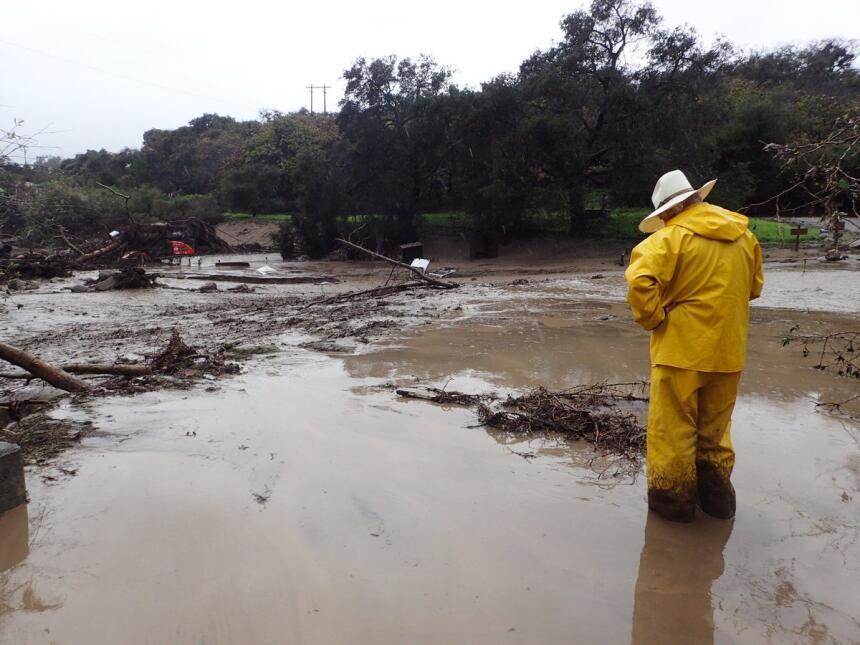 Las lluvias caídas en el condado de Santa Barbara originaron un torrente...
