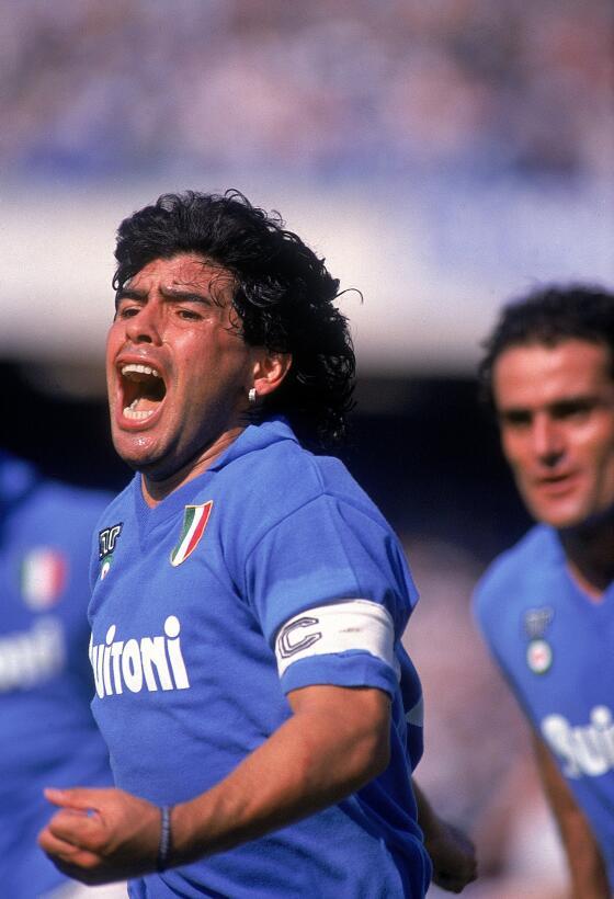 Los 56 años de Diego Maradona, entre la gloria y la controversia Napoles...