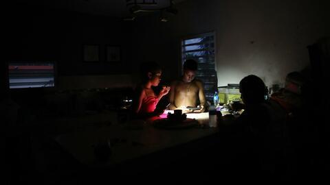 Una familia de tantas miles sin electricidad en el barrio San Isidro de...