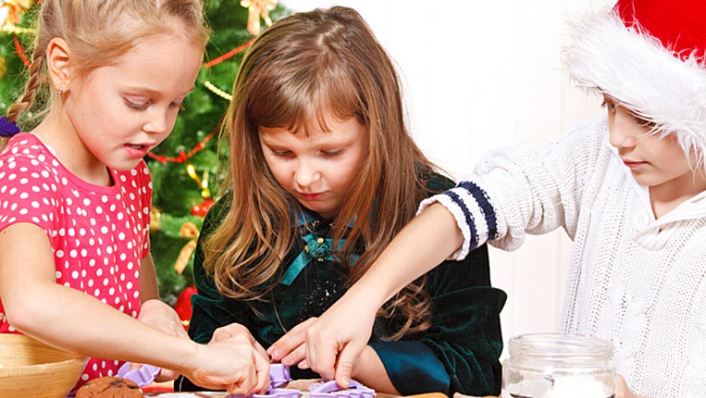 kidsusingmoldstomakechri_181834.jpg
