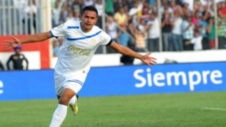 Roger Rojas, de 24 años, milita en el Olimpia, donde se formó, y ahora j...