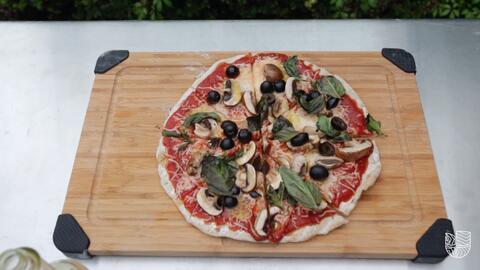 Una pizza que se puede preparar sobre las brasas