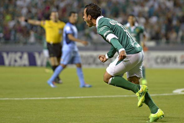 Luis Montes anotó el primer gol del partido con una gran definición ante...