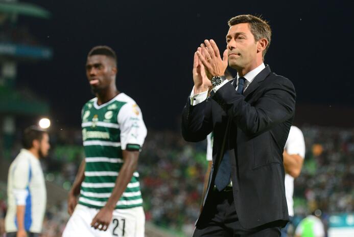 Pedro Caixinha del infierno al cielo y de regreso en el 2015 con Santos...