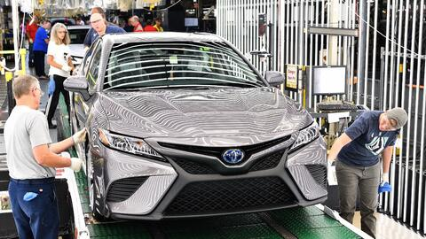 Toyota 2018-toyota-camry-lineoff-06-f1a641f63ebd3bff1f986cf9652d93d9ebf7...
