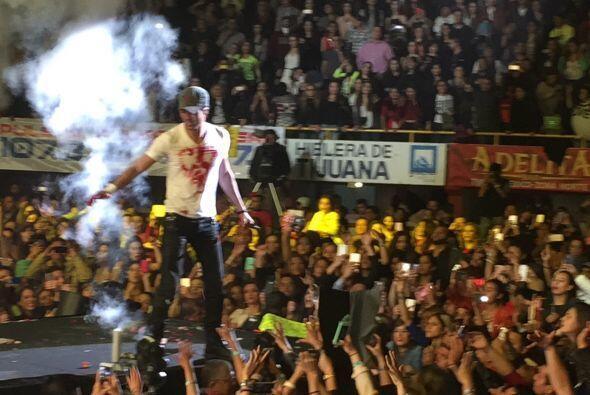 Al final del show, Enrique fue trasladado a un hospital de Los Ángeles,...