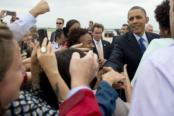 Más temprano, Obama fue recibido por habitantes de Austin en el aeropuer...