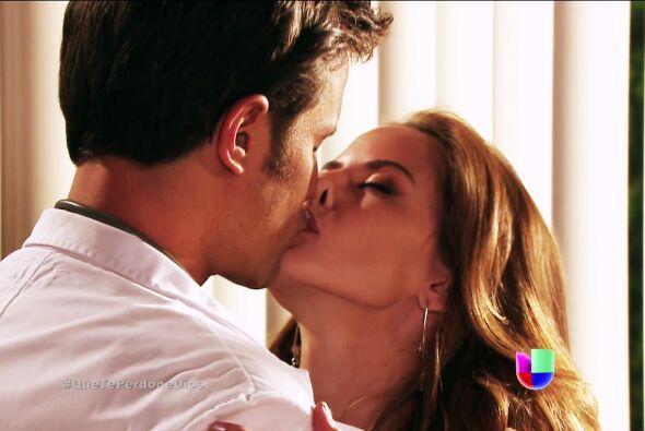 Esos besos nos hicieron creer que eras el amor de su vida.