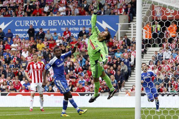 El arquero del Stoke, Asmir Begovic, tuvo un gran partido.