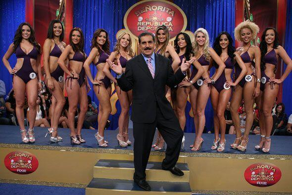 El presidente Fiore no sabía que hacer con todas las finalistas del Miss...