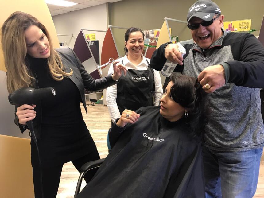El nuevo proyecto de Renzo y Maria Esther es el corte de pelo...   IMG-2...