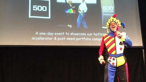 """Dave McClure inaugura el """"Demo Day"""" de la aceleradora 500 Startups."""