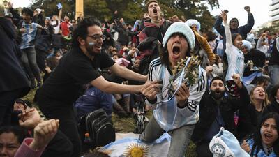 """""""¡Los jugadores pusieron los hue$!&!"""": la locura de los fans de Argentina luego del 2-1 sobre Nigeria"""