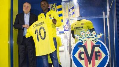 El atacante costarricense fue presentado con la '10' del Villarreal.